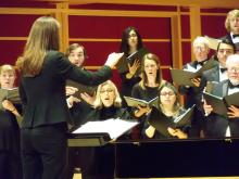 Jenny Bent conducts the SSU Symphonic Chorus