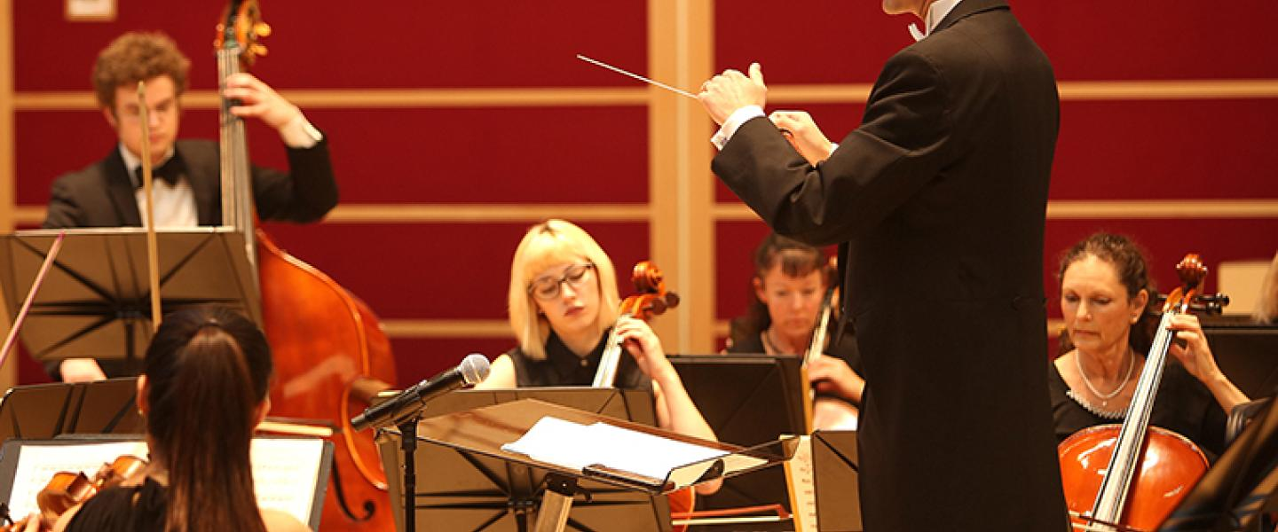 Dr. Alexander Kahn conducts the Sonoma State Symphony Orchestra